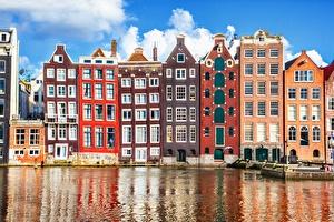 Maisons d'Amsterdam sur l'eau